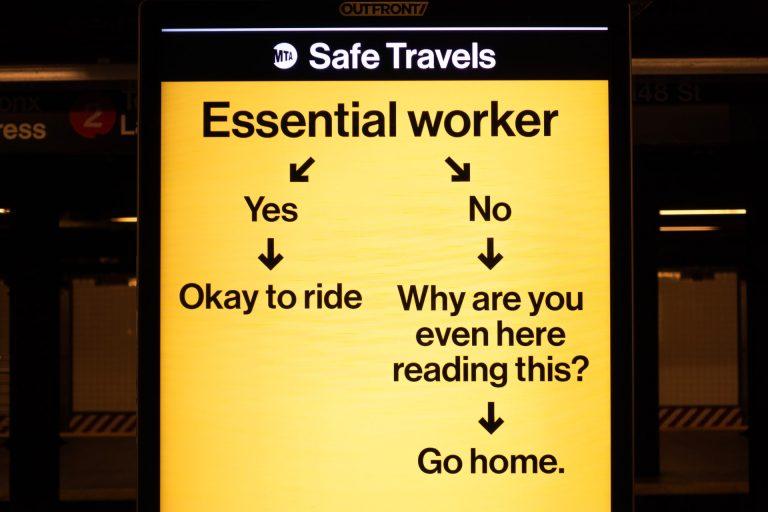 Mensaje en el metro de New York. Foto: Daniel Lee on Unsplash