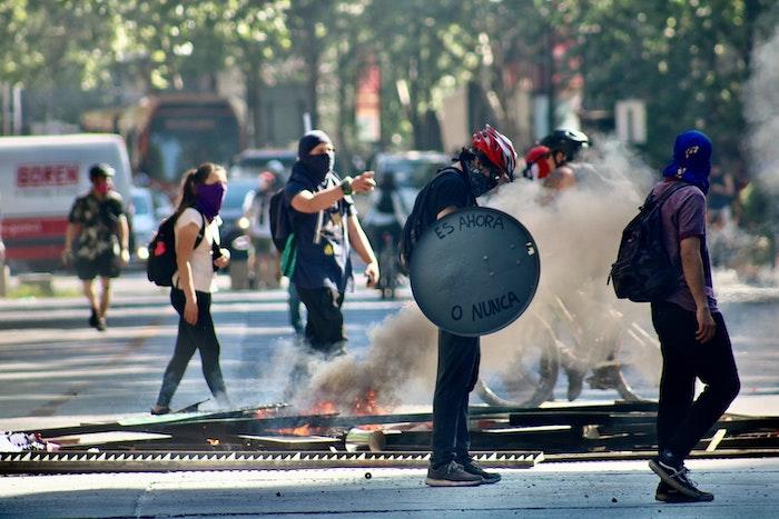 Revueltas en Chile. Foto de Jorge Fernandez Salas en Unsplash