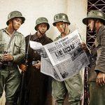 """Militares leyendo """"El Tiempo"""". 12 de abril de 1948. Imagen LeoOrtizD"""