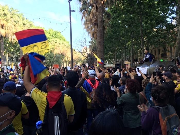 Colombianidad protesta en el Gato de Botero, Barcelona.